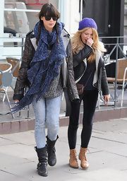 Daisy Lowe bundled up in London wearing this thick blue scarf.