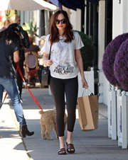 Dakota Johnson teamed her tee with black leggings.