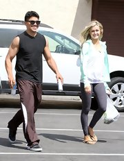A pair of burgundy sports pants topped off Victor Ortiz's rehearsal look at the 'Dancing With the Stars' studio.