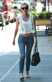 Diane balanced out her free-flowing crop top with these fitted skinny jeans.