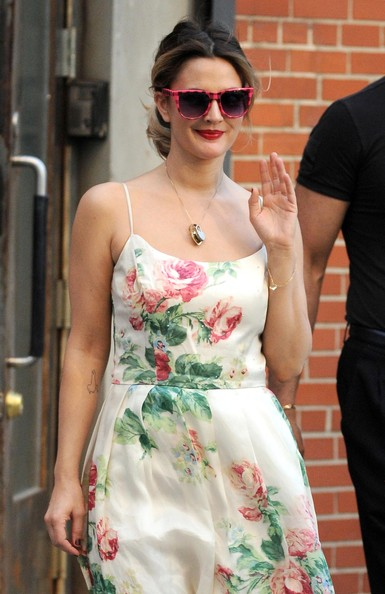 More Pics of Drew Barrymore Print Dress (4 of 13) - Drew Barrymore Lookbook - StyleBistro