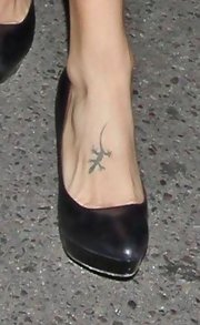We caught a peek of Elisabetta Canalis' tiny lizard tattoo while out for an evening in West Hollywood.