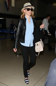 Elizabeth Banks chose a classic leather jacket for her casual travel look while heading to LA.