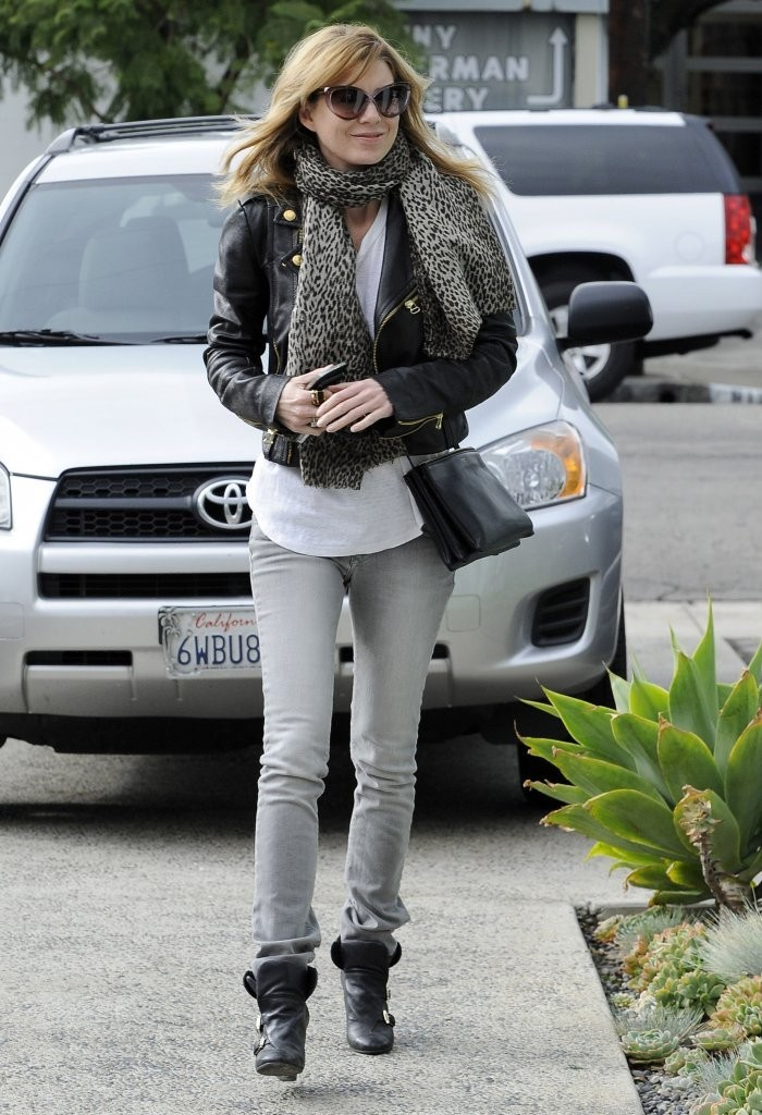 'Grey's Anatomy' actress Ellen Pompeo stops by a hair salon in West Hollywood, California on December 7, 2013.