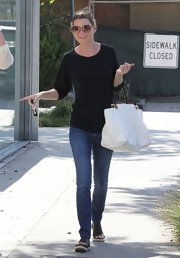 A pair of skinny jeans kept Ellen Pompeo's look on the relaxed side.