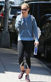Emily Blunt kept her look casual with this two-toned blue hoodie.