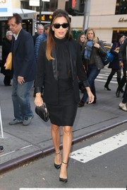 Eva Longoria complemented her suit with a classic black frame clutch.