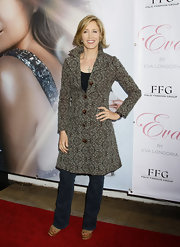 Felicity Huffman chose this fitted jacquard evening coat to dress up her jeans and give her a sophisticated and classy look.