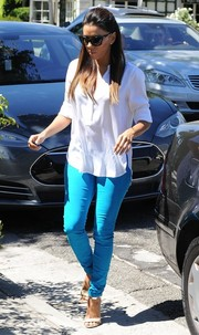 Eva Longoria paired her top with bright blue skinny jeans.