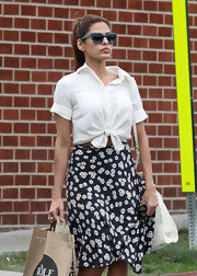 Eva Mendes channeled the '90s in her knotted button-down and floral skirt.
