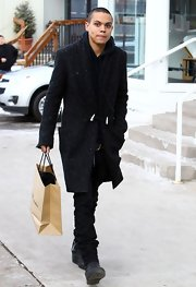 A knee-length trenchcoat helped Evan Ross keep the cold at bay while doing some last-minute Christmas shopping.