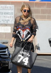 Fergie was spotted at a recording studio carrying a Givenchy Favelas 74 shopper bag.