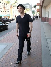 Gavin Degraw sported a casual daytime look when he wore this black V-neck tee.