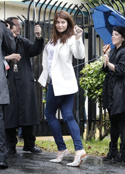 More Pics of Gemma Arterton Skinny Jeans (5 of 11) - Skinny Jeans Lookbook - StyleBistro