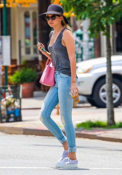 More Pics of Gigi Hadid Ripped Jeans (1 of 9) - Jeans Lookbook - StyleBistro []