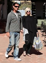 Gwen layered her look and wore comfy, criss cross, flat leather sandals.