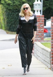 Gwen Stefani teamed a tricolor V-neck sweater with black harem pants for a visit to her therapist's office.