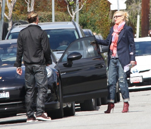 More Pics of Gwen Stefani Classic Jeans (1 of 15) - Gwen Stefani Lookbook - StyleBistro