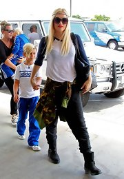 Gwen showed us how to wear harem pants the right way while traveling with her family.