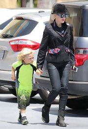 Gwen topped off her punk princess look with a pair of black skinny pants.