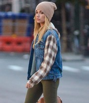 Hailey Baldwin kept warm with a beige cashmere beanie by White + Warren while out and about in New York City.