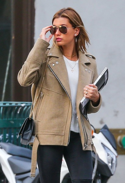 More Pics of Hailey Bieber Chain Strap Bag (4 of 12) - Shoulder Bags Lookbook - StyleBistro [clothing,street fashion,jacket,leather,outerwear,leather jacket,fashion,coat,sunglasses,pink,hailey baldwin,haileyrecently,fashion,street fashion,jacket,leather,clothing,new york city,bahamas,girls getaway,hailey rhode bieber,new york,model,image,fashion,celebrity,photograph,socialite,justin bieber,kendall jenner]