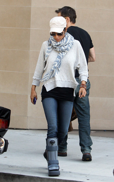 Halle lightly accessorized her casual dinner ensemble with these stacked beaded bracelets.
