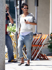 Halle Berry embarked around Hollywood in style, thanks to these ultra-light softly-distressed boyfriend jeans.