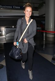 Hayden Panettiere opted for a totally casual look when she wore this slouchy gray cardigan over a pair of leggings.