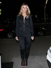 Heidi Klum went for an edgy airport look with this black zip-front jumpsuit.