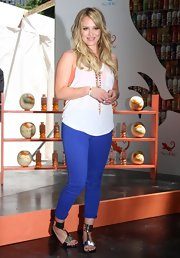 "Hilary was right on trend in a pair of royal blue ""811"" mid-rise skinny jeans."