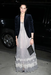 Amanda Peet accessorized her floor length dress with a glimmering wristlet. A velvet blazer adds a festive touch.