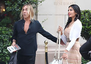 Iggy Pop kept it casual but stylish with a black tunic.