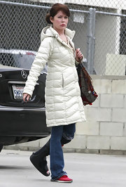 Lara Flynn Boyle added a lot of style to her casual get-up with a white down coat.
