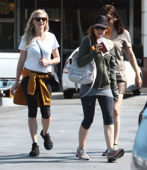 Kirsten Dunst and Isla Fisher Stop for Coffee