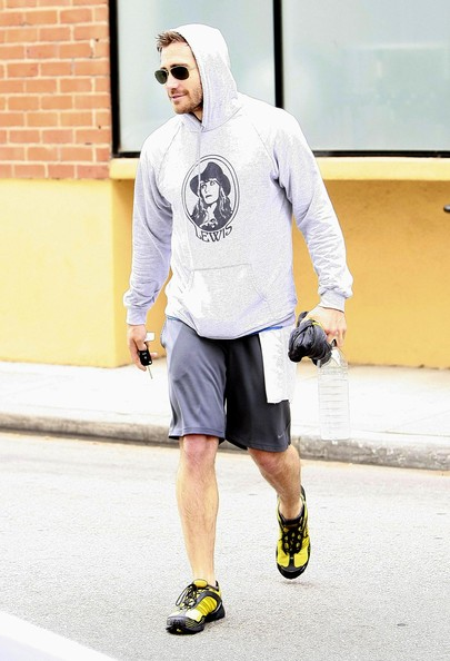 More Pics of Jake Gyllenhaal Sweatshirt (1 of 7) - Jake Gyllenhaal Lookbook - StyleBistro