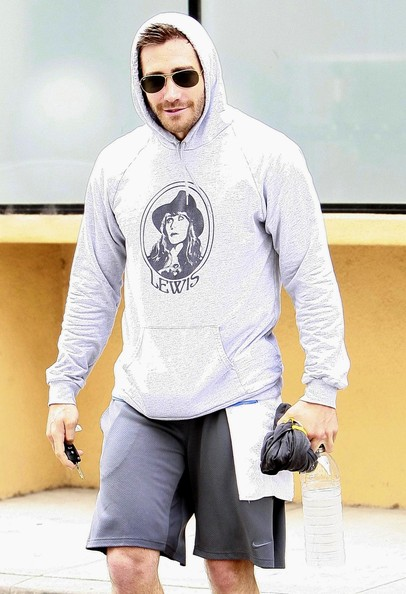 More Pics of Jake Gyllenhaal Sweatshirt (2 of 7) - Jake Gyllenhaal Lookbook - StyleBistro []