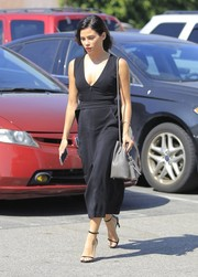 Jenna Dewan-Tatum styled her dress with a tasseled gray bucket bag by Tom Ford.