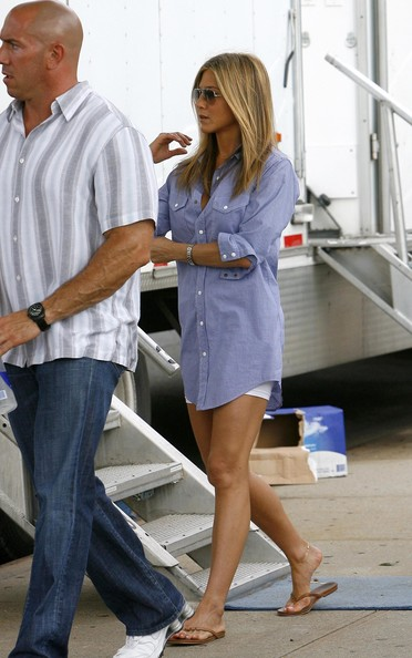 More Pics of Jennifer Aniston Flip Flops (1 of 35) - Jennifer Aniston Lookbook - StyleBistro