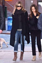 Jennifer Aniston completed her outfit with stylish tan wedge boots.