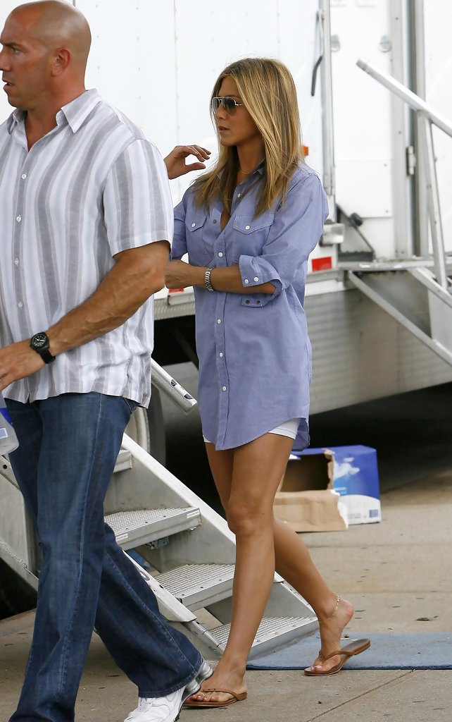 Jennifer Aniston Flip Flops Jennifer Aniston Looks