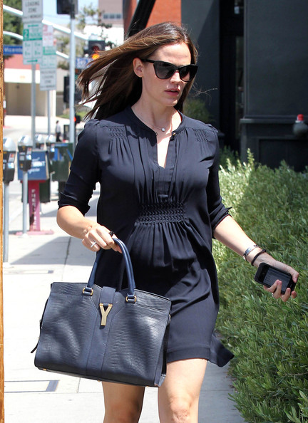 Jennifer's leather YSL shopper imbued her ensemble with a chic sense of refinement.