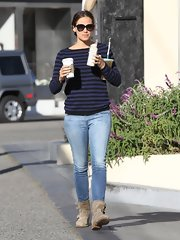 Jennifer Garner chose a navy-and-black striped sweater for her busy-mom-on-the-go look.