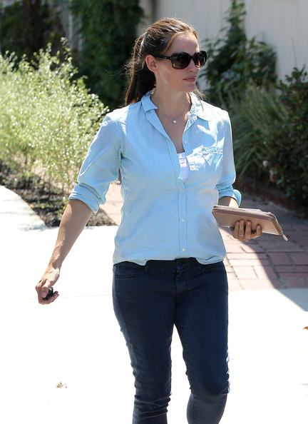 More Pics of Jennifer Garner Button Down Shirt (1 of 10) - Jennifer Garner Lookbook - StyleBistro