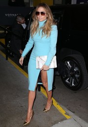 Jennifer Lopez was a refreshing sight on the streets of NYC in a turquoise Emanuel Ungaro turtleneck dress. Though all covered up on top, she still managed to exude that signature J. Lo hotness via that up-to-there slit.