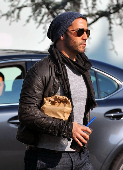 9ffa99a10d69 Jeremy Piven seen below in a slouchy beanie hat. Not the huge slouchy beanie,  but a little less body. Find a similar smaller sized slouchy beanie HERE.