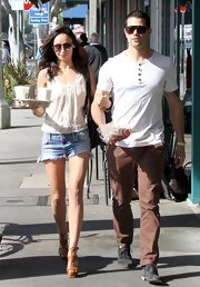 Cara Santana looked ready for a day in the sun with this sleeveless lace blouse.