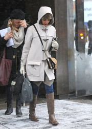 Jessica Alba completed her winter attire with tan knee-high leather boots.