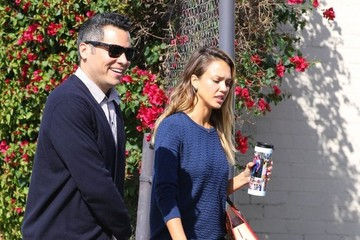 Jessica Alba Cash Warren Jessica Alba and Cash Warren Head to Lunch