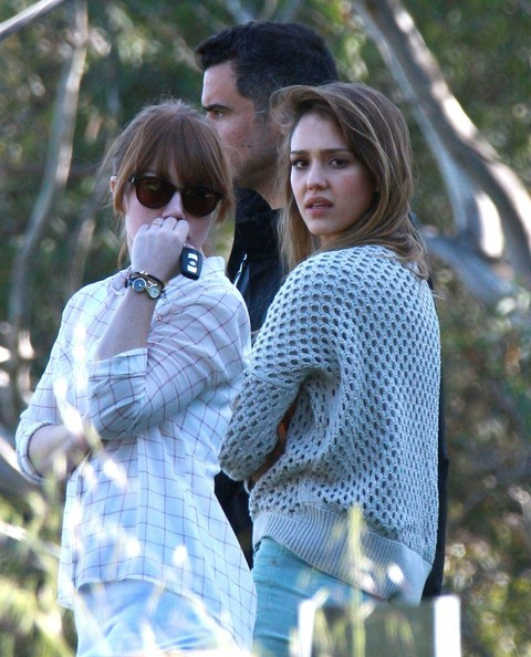 Jessica Alba & Cash Warren Checking Out Some Property
